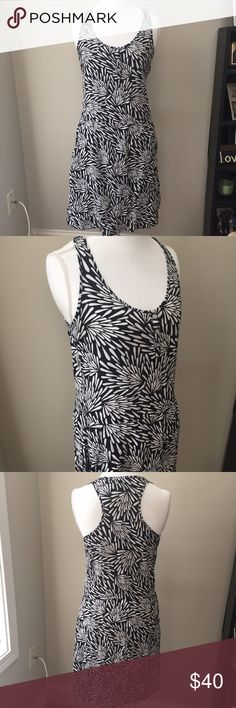 Banana Republic Pockets Floral Shift Dress Send me an offer of 50% off any item between 1/14 and 1/16 and I will accept! ❤ Black and white Banana Republic racerback Tank dress with front pockets, which means it's amazing!! Elastic waist. Excellent condition with no flaws. Size large. ⚓ I accept reasonable offers, no trades/holds, I do not model, Posh only. 🚭🐩 Banana Republic Dresses Midi