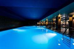 No centro de Vila do Conde, magnificamente implantado numa colina sobranceira ao Rio Ave, o Santana Hotel & SPA **** apresenta-se como um lugar de sossego entre a cidade e a praia. O refúgio ideal para quem procura um Hotel diferente. O Restaurante Santa Clara serve cozinha tradicional portuguesa, com vista sobre o Rio Ave e o Mosteiro de Santa Clara.O luxuoso spa do Santana Hotel & SPA inclui uma grande piscina interior aquecida. Os hóspedes também podem desfrutar de uma variedade de…