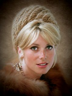 Hollywood Icons, Hollywood Stars, Famous Movies, Catherine Deneuve, Amazing Pics, Cosplay Outfits, Girl Next Door, Beautiful Actresses, Pinup