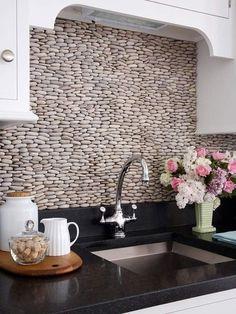 Original revestimiento de piedra para cocina. Muebles de cocina. Azulejos Chiva.