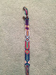 Learn how to tie your own friendship bracelets! I don't thimink I could do this design but I luv it! Its adorable