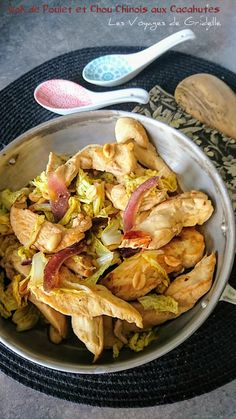 Chicken Wok and Chinese Cabbage with Peanuts Source by Fondue Party, Peanut Chicken, Woks, Asian Recipes, Ethnic Recipes, Chinese Cabbage, Snack Recipes, Healthy Recipes, Tex Mex