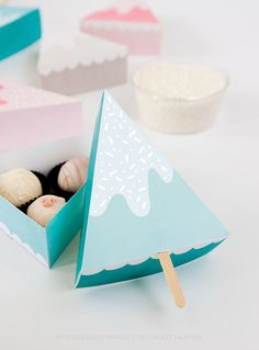 Christmas Treat boxes or gift box? SO cute!