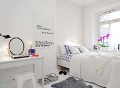 Very bright bedroom with an integrated work space and a few colorful touches