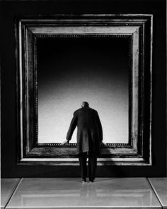 Gilbert Garcin, 169 - L'Attraction du Vide (The attraction of the void) (2001)