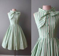 "Love the dress and even the bow, although it would prolly be a bit too ""frumpy"" for my wife. Vestidos Vintage, Vintage Dresses, Vintage Outfits, 1940s Dresses, Vintage Clothing, Pretty Outfits, Pretty Dresses, Beautiful Dresses, Cute Outfits"