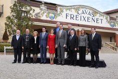 Foro Hispanico de Opiniones sobre la Realeza:  Los Reyes Felipe y Letizia visitaron las bodegas de Freixenet con motivo de la celebración de su centenario. 2/12/2015