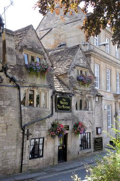 Bridge Tea Rooms, Bradford on Avon - Dies und das - Hidden Places, Places To Go, Places Around The World, Around The Worlds, Wonderful Places, Beautiful Places, Beau Site, English Village, Cottage