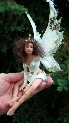 OOAK Hiddleston Fairy Love the wings, not a fan of the face tho Elves And Fairies, Clay Fairies, Baby Fairy, Love Fairy, Fairy Dust, Fairy Land, Magical Creatures, Fantasy Creatures, Elfen Fantasy