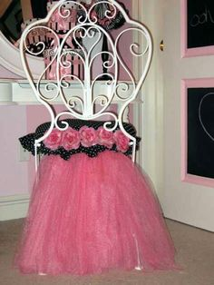 Diy pink tule vanity chair! ALTHOUGH OF COURSE I'D MAKE IT  GLITTERY PINK & BLACK,  WITH PINK N BLACK ZEBRA FABRIC IN PLACE OF THE POLKA DOTS, AND I'D DEFINITELY REPLACE THE FLOWERS WITH SOME BLING...