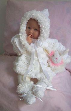 White baby sweater girls or Reborn Dolls White Baby Hoodie Sweater cardigan booties set with Furry Trim Ready To Ship - Babysachen Reborn Dolls, Reborn Babies, Baby Dolls, Baby Knitting Patterns, Baby Patterns, Hand Knitting, Baby Born Clothes, Handmade Baby Clothes, Baby Girl Sweaters