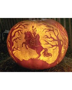 Fall has arrived! Browse our editors' best pumpkin decorating ideas whether you're carving, painting, or using this classic gourd for Halloween décor. Holidays Halloween, Spooky Halloween, Halloween Pumpkins, Halloween Crafts, Happy Halloween, Halloween Decorations, Halloween Ideas, Halloween Stuff, Halloween Party
