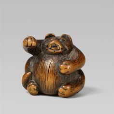 A boxwood netsuke of a tanuki hara tsutsumi. 19th century, Auktion 1092 Asiatische Kunst I Indien, Südostasien und Japan, Lot 637