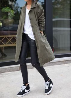 Coat + black pants + tshirt + sneaker = comfy, simple but stylish