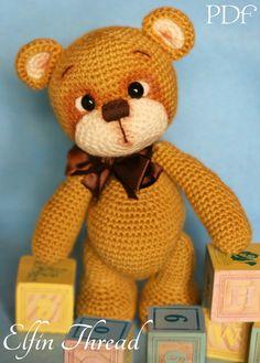 Dit is een patroon om een lief, onschuldig, Teddy Bear zo schattig dat wil je kus hem dag en nacht!  Details: De afgewerkte pop-grootte is ongeveer 10 hoog. Het PDF patroon is beschikbaar in het Engels (Amerikaanse normen). Het vaardigheidsniveau is gemakkelijk/intermediate, maar maak je geen zorgen: als u een beginner bent, het patroon bevat gedetailleerde instructies makkelijk te volgen. Te maken van de pop moet u een paar dingen: kladjes van garens, gehaakte haak C (2,75) en sommige v...
