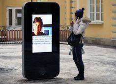 Rusia: Retiran estatua de iPhone tras revelación de CEO