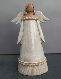 ceramic angel by MO Keramik Ceramic Clay, Ceramic Pottery, Pottery Art, Slab Pottery, Diy Art Projects, Clay Projects, Pottery Angels, Clay Angel, Pottery Handbuilding