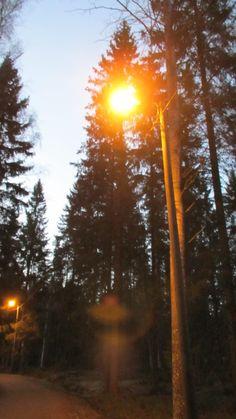 Valoa pimeyteen