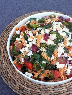 PESTO-PASTASALAATTI - Kaakao kermavaahdolla Cobb Salad, Pesto, Food, Healthy, Hoods, Meals