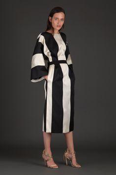 Albino Teodoro Resort 2018 Fashion Show 1940s Fashion, Fashion 2018, Fashion News, Fashion Show, Fashion Outfits, Womens Fashion, Fashion Design, Fashion Trends, Stripes Fashion