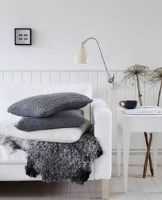 A friday should involve coffee, a good book and soft pillows. RAUL, DEE and HEATHER pillow captured beautiful yin @altfordamerne Styled by…