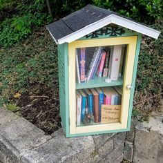 I found this cute #littlefreelibrary on my run last week! Might have to stop by again soon with a book this time!   #pittsburgh #seenonmyrun #books #library #photoaday