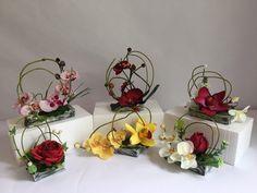 Compositions décoratives de fleurs artificielles pour columbarium