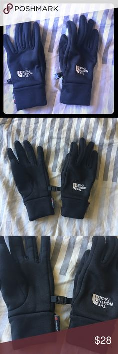 Northface polartec winter gloves Northface polartec winter gloves size small, very good used condition, with very minimal pilling. If you have any questions please ask. The North Face Accessories Gloves & Mittens
