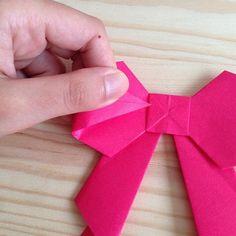 立体リボンの折り方  18・両端を中央の四角の部分に差し込んだら完成!  差し込むときに、ぴったりと折らず、差し込むだけにしておくのが、立体的に仕上げるコツです。