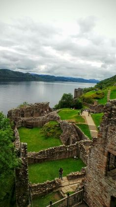 Urquhart Castle sits beside Loch Ness in the Highlands of Scotland. The castle is south-west of Inverness.  The present ruins date from the 13th to the 16th centuries, though built on the site of an early medieval fortification.   Urquhart played a role in the Wars of Scottish Independence in the 14th century. Urquhart is one of the most visited Castles in Scotland. #travel #Scotland Photo taken by Roma