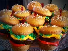 "Hamburger Cupcakes: A very tasty treat in disguise! Dazzle your friends with your creativity and surprise them with a sweet-tasting ""hamburger."" They're pretty easy to make believe it or not! Hamburger Cupcakes, Cupcake Recipes, Cupcake Cakes, Dessert Recipes, Cupcake Ideas, Dessert Ideas, Art Cupcakes, Themed Cupcakes, Yummy Cupcakes"