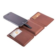 The Seyvr Charging Wallet has an integrated 1400 mAH battery that allows you to charge your phone at anytime. Its slim design is only 15 millimetres thick, but hides the required cords needed for charging. It is made of high quality, premium leather, and can hold up to 6 cards and cash.