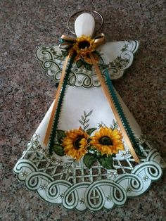 Sunflower and Green Sale Leaves Doily and Wooden Spoon Hanging Angel Wooden Spoon Crafts, Wooden Spoons, Wood Crafts, Diy And Crafts, Arts And Crafts, Doilies Crafts, Fabric Crafts, Christmas Crafts, Christmas Decorations