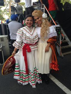 Sandra Rincón y Notichica,Jalisco folklore mexicano