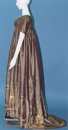 Dress (round gown) c. 1790-95 Purple silk drugget with diamond-shaped motif and gold and silver sequins, chenille and polychrome embroidery; small pleats at back.Inv. AC5802 88-21-1