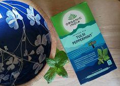 """Refrescante e retemperadora; a nossa deliciosa Hortelã-pimenta combina perfeitamente com o gosto suave, ligeiramente picante e agradável da """"Rainha das Plantas"""" – Tulsi. Esta combinação cria um prazer refrescante e revigorante, é perfeita para animar todo o seu dia. Como benefícios associados às plantas desta infusão destacam-se o apoio à digestão (Mp) e o contributo  para a função normal do tracto intestinal (Mp) Legenda: (Os) Ocimum sanctum, (Mp) Mentha piperita"""