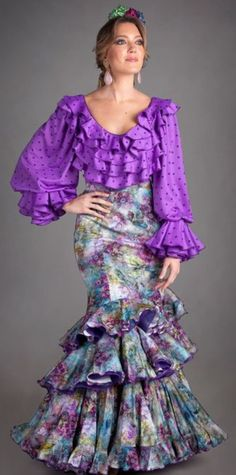 Flamenco Costume, Flamenco Skirt, Dance Fashion, Women's Fashion Dresses, African Wear, African Fashion, Fashion Beauty, Fashion Looks, Womens Fashion
