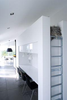 Small Home Office Mini Loft, Interior Exterior, Interior Architecture, Interior Design, Thursday Inspiration, Home And Deco, Space Saving, Interior Inspiration, Storage Spaces