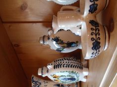 Tulipános mintás cserépedények / Tulip motif #pottery #boulevardcityhu Tulips, Pottery, Gallery, Ceramica, Roof Rack, Tulip, Pots, Ceramic Art, Ceramics