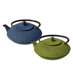 "Tetsubin ""Fidelity"" 27-Ounce Cast Iron Tea Pot with Infuser - BedBathandBeyond.com"
