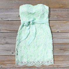Sweet mint dress... Super cute clothes on this site!