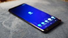 Jeśli jesteście aktualnie na etapie wybierania nowego smartfona, najprawdopodobniej bierzecie też pod uwagę urządzenia Samsunga. Łatwo jednak pogubić się w gąszczu modeli. Postanowiliśmy więc wyjaśnić różnice między poszczególnymi seriami. Ten krótki poradnik powinien pomóc w dokonywaniu świadomego wyboru.