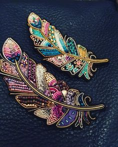 Best 11 Feather brooches by Evgenia Vasileva. Bead embroidered and fringed – Japanese seed beads, firepolished crystals, nmetal findings. – Page 501307002269943634 – SkillOfKing.ComInformations About Best 11 Feather brooches by Evgenia Vasileva. Bead Embroidery Jewelry, Gold Embroidery, Embroidery Fashion, Embroidery Stitches, Embroidery Patterns, Beaded Jewelry, Embroidery Dress, Beaded Bracelets, Diamond Jewelry