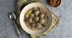 Vegan Greek meatball soup – Yuvarlakia by the Greek chef Akis Petretzikis. An easy recipe for a classic dish in a yummy version with mushrooms! Mushroom Meatballs, Greek Meatballs, Vegan Meatballs, Greek Recipes, Vegan Recipes, Vegan Greek, Meatball Soup, Greek Cooking, Stuffed Mushrooms