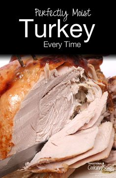 Don't you just love perfectly moist turkey? Here's how I end up with fabulously moist turkeys every year for Thanksgiving and Christmas. Turkey In Oven, Oven Roasted Turkey, Baked Turkey, Cooking Turkey, How To Cook Turkey, Baked Pork, Roasted Chicken, Baked Chicken, Juicy Turkey Recipe