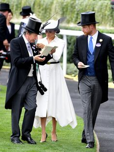 Meghan Markle channels 'My Fair Lady' in Givenchy dress at Royal Ascot Meghan Markle Prince Harry, Prince Harry And Megan, Harry And Meghan, Cambridge, Meghan Markle Wedding Dress, Meghan Markle Style, Hm The Queen, Royal Life, My Fair Lady