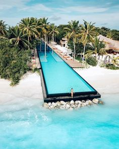 This is the longest infinity pool in all of Maldives. This year I plan on going Island hopping in Maldives and take some time to explorer… Vacation Places, Vacation Destinations, Dream Vacations, Places To Travel, Vacation Trips, Italy Vacation, Oh The Places You'll Go, Cool Places To Visit, Resorts