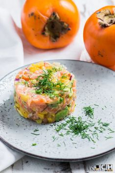 Kaki salmon tartare- Kaki-Lachs-Tatar Persimmon tartare – www. Salmon Tartare, Salmon Avocado, Easy Appetizer Recipes, Appetizers, Healthy Recipes, Persimmon Recipes, Shellfish Recipes, Western Food, Party Finger Foods