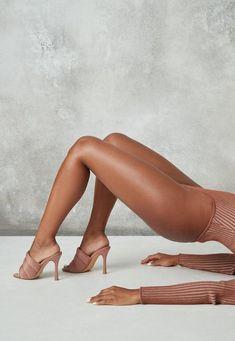 Bouidor Photography, Lingerie Photography, Classy Sexy Photography, Diy Fashion Photography, Photos Corps, Boudoir Posen, Sexy Posen, How To Have Style, Pernas Sexy