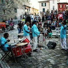 Pennabilli, buskers in azione per il festival degli artisti in piazza